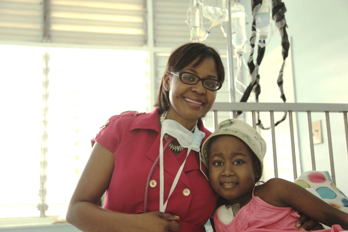 Dr._Michelle_Reece-Mills_and_patient