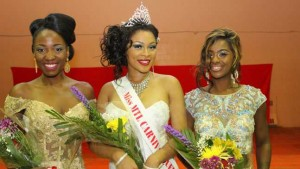 """""""Miss Jamaica Lettia Mc Nickle (centre),was crowned the new Miss Montreal Carnival Queen. First runner up, Miss Trinidad and Tobago Candy Bajoon (right). Second runner, Miss Haiti Karine Antoine."""""""