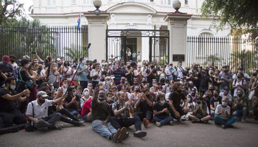 Cuban artists end protest, say authorities agree to talks